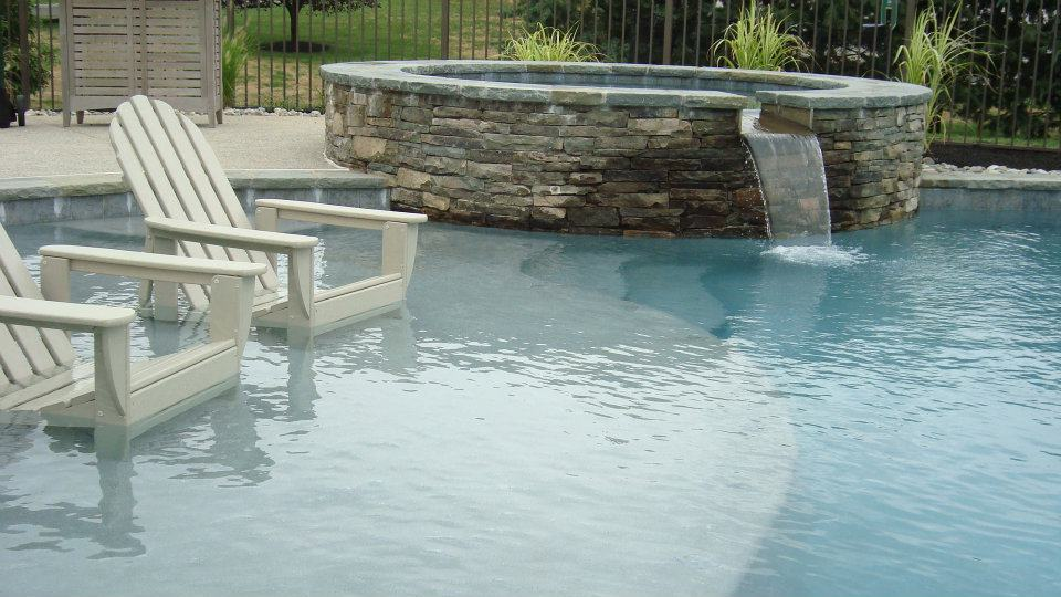 Swimming Pool with Wading / Tanning Shelf